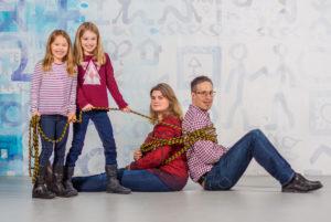 Die Eltern werden von ihren Kindern (zwei Mädchen) gefesselt und festgehalten in Winterthur.