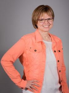 Foto von einer Frau mit in der Hüfte aufgestütztem Arm bei Andelfingen