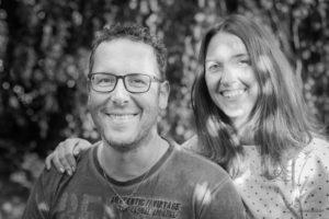 Paarfotografie Resultat eines Fotoshootings mit zwei verliebten Menschen und die Frau hält ihren Mann